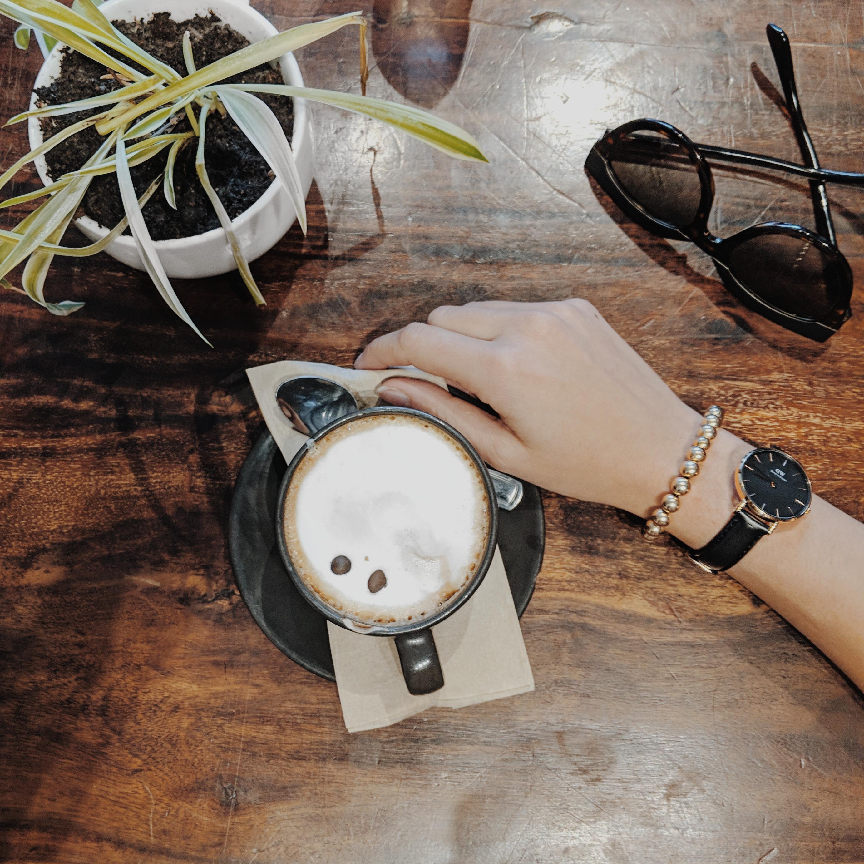 slow fashion, canadian slow fashion blog, slow fashion blogger, sustainable style, minimalism, minimalist, minimalist style, curated closet, curated capsule closet, capsule closet, capsule wardrobe,